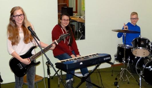 Rockband: Anna-Maria Hollerer, Ulrike Mitteregger, Kevin Schweighofer;
